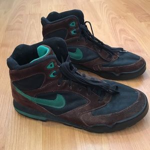 Vtg Nike Logo Brown Suede & Green Hiking Boots 10